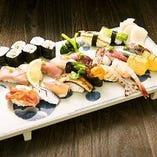 この季節【店主おまかせ】鮨と冷酒で幸せになれます。