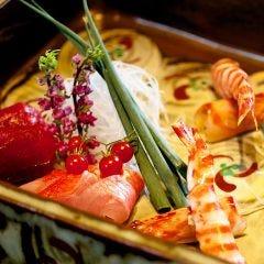 四季の食材を正統派和食に仕立て上げた夜の月替り懐石コース「夢」7700円