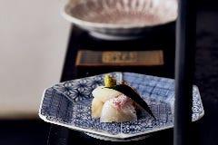 四季の食材を正統派和食に仕立て上げた昼の懐石コース「華」3300円