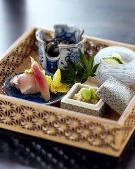四季の食材を正統派和食に仕立て上げた夜の月替り懐石コース「凜」11000円