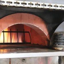 地元食材を取り入れた石窯料理
