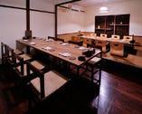 2階テーブル席と掘り炬燵席(奥の掘り炬燵席は8人の完全個室可)最大16人で半個室としてもご利用いただけます。