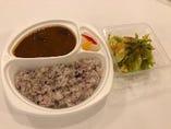 レザンジュ特製牛肉のカレー(サラダ付き)