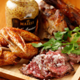 チキンやハラミステーキなど4種類の肉を豪快に盛り合せ!