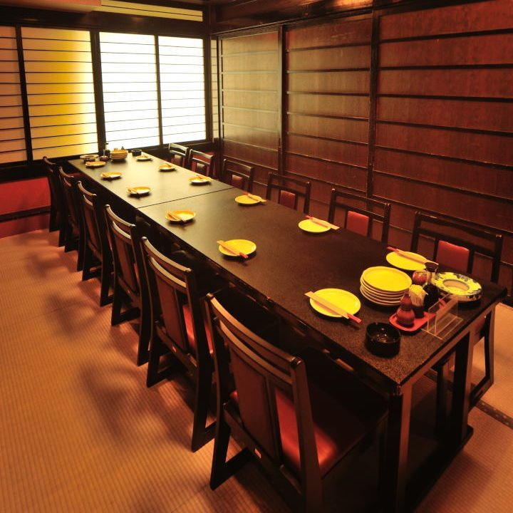 個室宴会場は畳敷きに高座椅子。最大50名様まで。