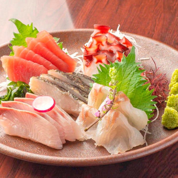 毎日仕入れる新鮮な魚の味わいをそのまま堪能できる刺身でどうぞ