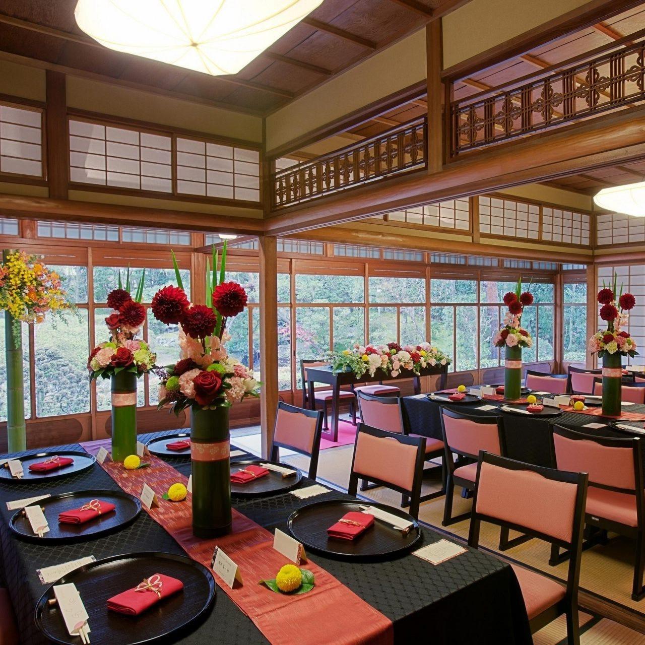 大正4年築造の母屋 着席24名様。日本庭園が魅力の会場。