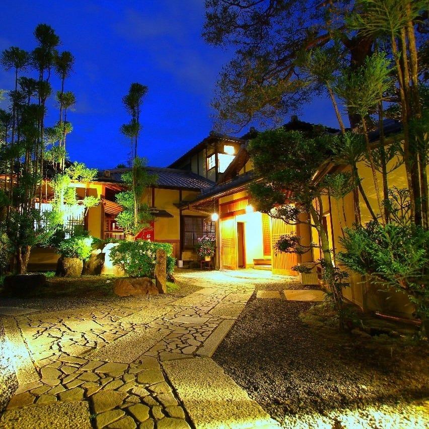 【現像空間の広がる夜の桜鶴苑】×【季節の彩りを醸し出す】