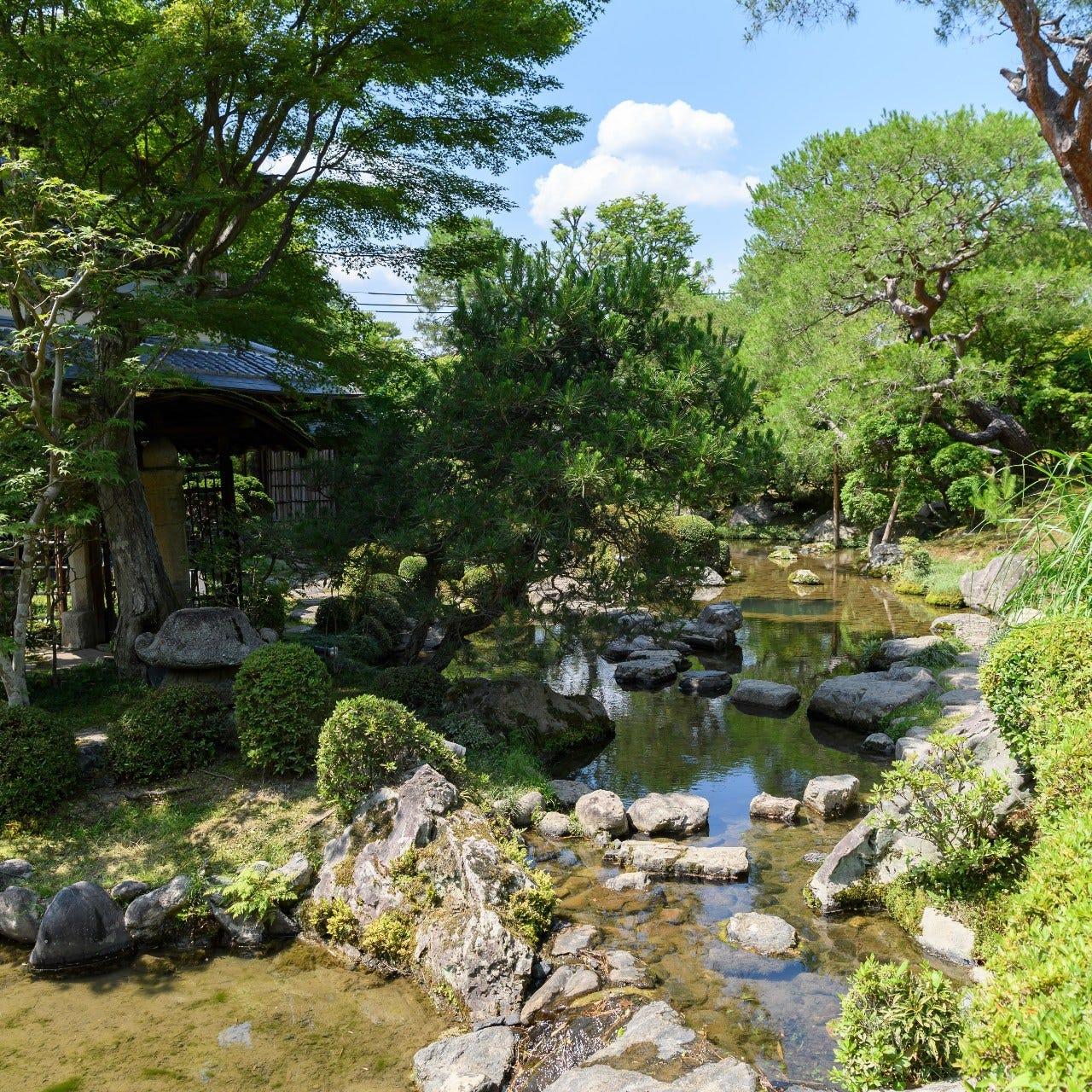 【通常非公開】 7代目小川治兵作の日本庭園を御散策頂けます。
