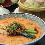 冬季限定の坦々麺セット。濃厚胡麻風味が癖になります。