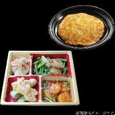 【テイクアウト限定】中華海鮮料理4種セットに名物の「梅蘭焼きそば」付き弁当