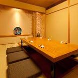 シックで落ち着いた雰囲気の個室空間で絶品寿司をご堪能ください
