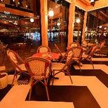 【丸テーブル席/1~12名様】大きな窓から天王寺の風景が望める特等席(3名様×4卓)
