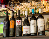 ボトルワインは、スペインの各地域のものが約20種揃っている。