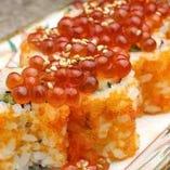 イクラ鮭ハラス巻は1本~でもハーフでも注文可能です。