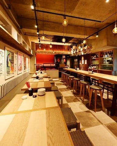 旨い鮮魚とガブ飲みワイン サカナギャング。勝川駅前店 店内の画像