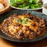 半熟卵のオムライス 牛肉とキノコのデミグラスソース