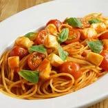 フレッシュトマトとモッツァレラのトマトソース スパゲッティーニ