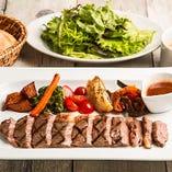 【オススメ】国産牛ロースのステーキ オニオンガーリックソース