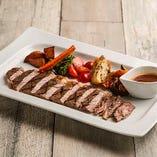 国産牛ロースのステーキ オニオンガーリックソース