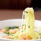 汁麺、和え麺などバラエティー豊かな麺類をご用意しております。