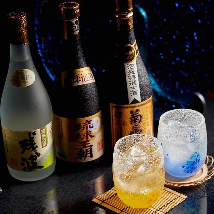 沖縄ならではの泡盛はすべてグラスと1合からお選びいただけます