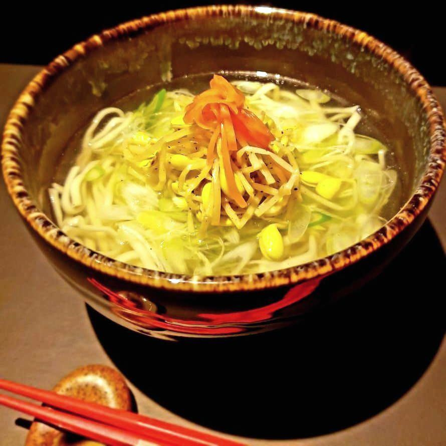 柚子が香る塩ベースの自家製スープはあっさりと味わえ〆にも最適