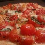 フレッシュトマトとバジルのピッツァ