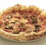 旨辛チョリソー&ハラペーニョのピザ