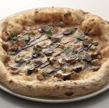 トリュフ・フォアグラ・ポルチーニのピザ