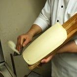 【1分間に100本!!!】 自慢の刀削麺!目の前で削ります!