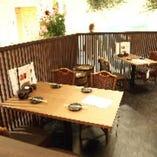【2〜4名様】テラス席 開放感を感じる空間は、ご友人や知人とのお食事に最適です