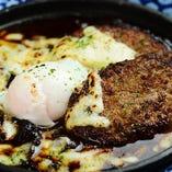 名古屋どて味噌チーズハンバーグ @玉子のっけ
