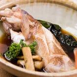毎日市場にて厳選した上質な旬の魚を、素材を活かした味付けでご提供する煮魚・焼魚。