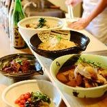 季節の食材を様々な調理法でご提供するおばんざいは持ち帰り◎