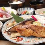 ランチ:本日のうおかみ膳 自慢の鮮魚を盛り込んだ満足感たっぷりのランチもご期待ください