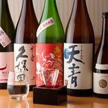 日本酒は厳選した10種の他、さらに月替りの銘柄も1~2種ご用意