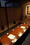 テーブル席もございます。 個室は最大12名様まで。