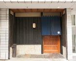宮益坂上の交差点近くの、閑静な裏路地に隠れた鮨店