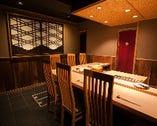 4〜6名様用の個室。L字カウンターのため会話も楽しみやすい