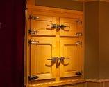 適度な温度・湿度を保つ、氷で冷やす木製冷蔵庫