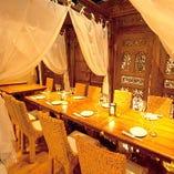 テーブル同士を繋げることが可能なカーテン仕切りの半個室(2名様〜10名様程度)