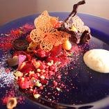 パティシエの技と感性が際立つ季節ごとの皿盛りデザートが人気