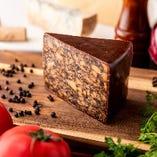 なかなかお目にかかれない珍しいチーズも粒ぞろい!