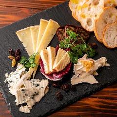 好きなチーズを選べる♪「WORLD'S CHEESE」チョイス!