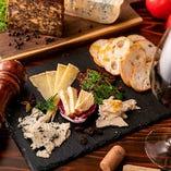 【日替わりチーズ】カマンベール、スモーク、ゴルゴンゾーラなどなど…ラインナップはスタッフまでお尋ねください♪