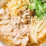 名物鍋。コース料理は5,000円(税抜)~。多数ご用意しています