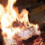 お店にて豪快に調理いたしますので、焼き立てを味わえます