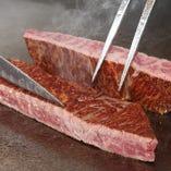 柔らかいフィレ肉、まろやかな脂のサーロインをご用意しています