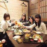 女子会にもおすすめ。コースは飲み放題付き2980円~